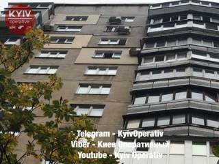 В Киеве странный человек с сумкой в руках выпал из окна