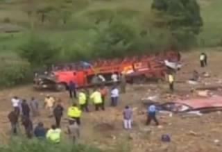 Жуткое ДТП в Кении: автобус свалился с холма – погибли десятки людей