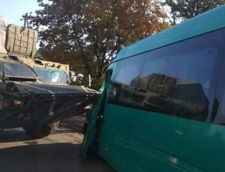 На Днепропетровщине военная «Оса» больно ужалила маршрутку. Есть пострадавшие