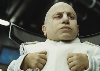 СМИ заявили, что самый известный актер-карлик в мире умер от передозировки алкоголем
