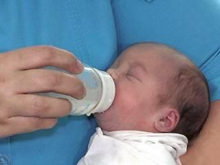 В Житомире горе-мать оставила младенца в подъезде чужого дома и убежала