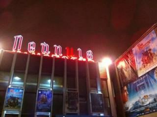 В Киеве «сладкая парочка» ограбила «народный» кинотеатр. Появилось видео