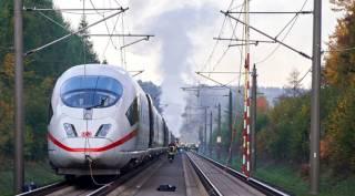 В Германии на ходу загорелся пассажирский поезд. Пришлось эвакуировать более 500 человек