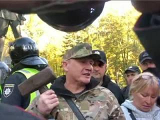 День защитника Украины: конфуз во время «сноса» памятника Ватутину и массовая драка на Майдане