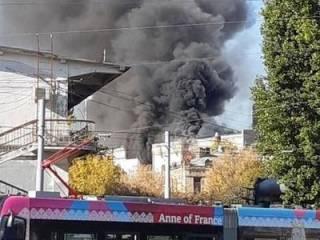 В Киеве бушевал сильный пожар на заводе, есть пострадавшие