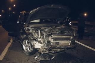Ночью в Киеве разбилось авто с дипломатическими номерами
