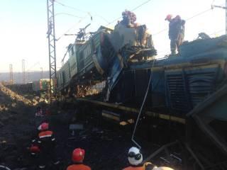 На заводе Ахметова и Новинского столкнулись два поезда. Жертв избежать не удалось