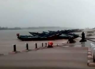 Непогода в Индии унесла уже десятки жизней. Появилось видео стихии