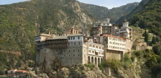 Православные могут молиться в храмах Константинопольского Патриархата, но не причащаться, -  представитель УПЦ