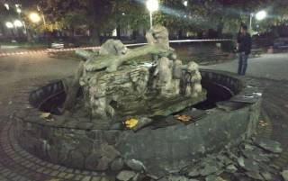 Пьяный хулиган взорвал боевой гранатой фонтан на Львовщине
