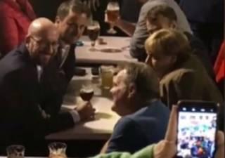Меркель и Макрона засекли за выпивкой в одном из пабов Брюсселя. Появилось видео