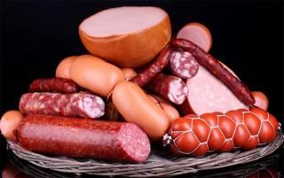 Колбасы и сосиски включили в «смертельный список» продуктов