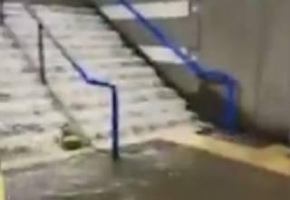 Аномальный ливень затопил метро в Риме. Появилось видео
