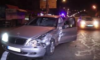 Ночное ДТП в Киеве: таксист «под таблетками» столкнулся с элитным Mercedes