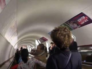 В киевском метро произошла газовая атака, люди в панике спасались как могли