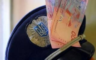 В Киеве на крупной взятке задержаны «оборотни в погонах». Главарь шайки подался в бега