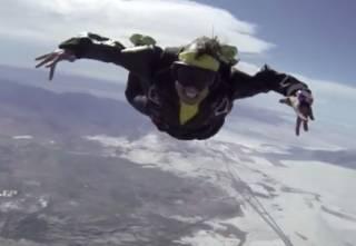 Рэпер-трюкач погиб во время съемок клипа, сорвавшись с летящего самолета