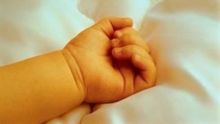 В Авдеевке загадочной смертью умер младенец во время гулянки взрослых