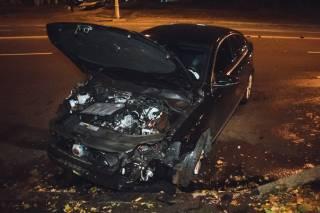После ДТП в Киеве гонщик влетел в эвакуатор и едва не подрался с полицией