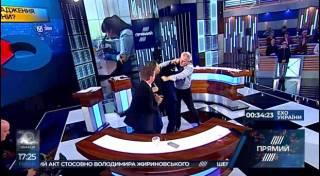 Драка в прямом эфире: украинский экс-министр сцепился с «пациентом»