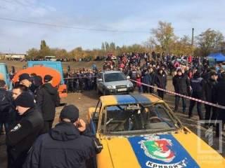 На автогонках в Кривом Роге автомобиль «влетел» в зрителей. Появилось видео