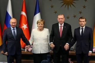 Меркель в Стамбуле раскритиковали за дружелюбие к Путину и Эрдогану