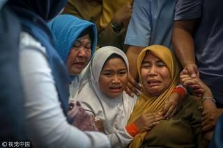Все 189 человек разбившегося в Индонезии «Боинга» погибли. Появились фото с места трагедии