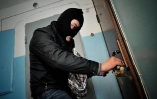 В самом центре Киева неизвестные обнесли квартиру «шишки» из Евросоюза