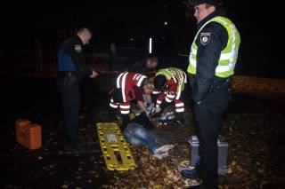 В центре Киева копы сбили преступника – теперь его спасают врачи