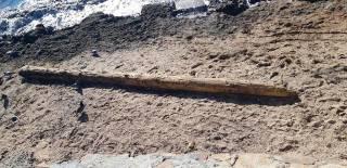 На берег Бердянска выбросило обломки кораблекрушения