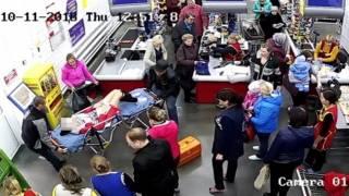 Россиянка родила ребенка прямо на кассе в магазине. СМИ выложили видео