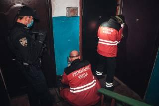 В одной из квартир на окраине Киева нашли труп женщины – он пролежал там несколько недель (видео 18+)