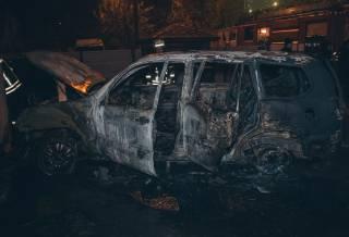 На окраине Киева сожгли элитный внедорожник