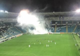 На футбольном матче в Одессе фанаты-хулиганы устроили взрыв. Появилось видео