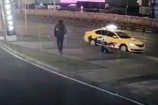 Оторвавшееся от мусоровоза колесо убило случайную прохожую. В Сети появилось видео (18+)