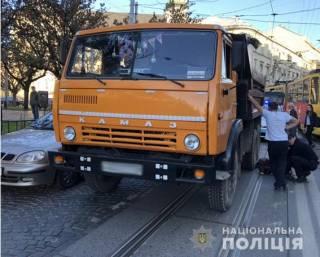 В самом центре Львова грузовик задавил пенсионерку