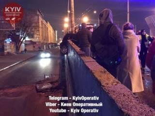 Шулявский мост «попал» в смертельную историю: в этот раз рухнули бетонные плиты