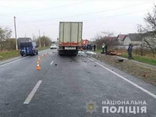 Жуткое столкновение превратило в «хлам» легковушку на Западной Украине. Есть погибшие