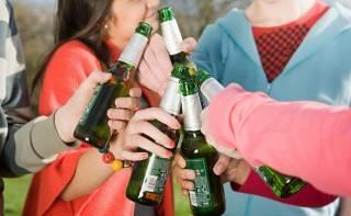 Российские школьники устроили пьянку прямо в учительской