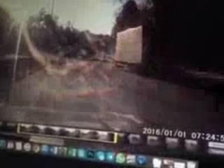 В сеть «слили» видео момента столкновения фуры с автомобилем депутата Лещенко