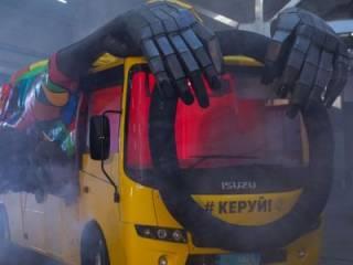 На дороги Украины зачем-то выпустили жуткое неуправляемое транспортное «существо»