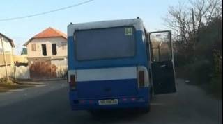 Под Одессой из маршрутки на ходу выпала женщина