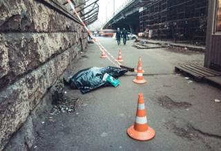 Под Шулявским мостом в Киеве снова умер человек