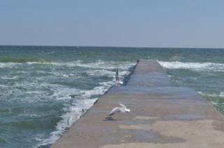 В Одессе девушку смыло в море волной