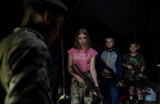 Американцы нашли в западной Украине лагерь националистов, где детей учат убивать