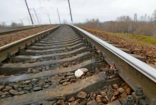 В Киеве парень погиб под колесами поезда. Машинистом был его отец