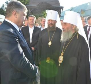Порошенко не хочет встречаться с епископатом УПЦ на территории Лавры