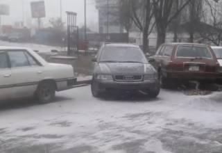 Киев заносит снегом: город оказался на пороге транспортного коллапса