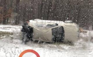 Полсотни ДТП за полдня: снегопад в Киеве не помешал разве что ремонтировать дороги