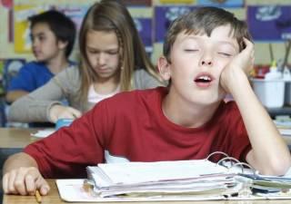 Медики рассказали о страшных последствиях недосыпания для школьников